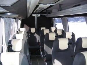 grå minibuss innvendig