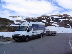 minibuss med henger