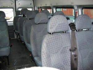 stor minibuss med grå seter