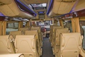 minibuss med lyse seter 2