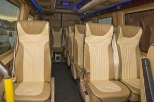 minibuss med lyse seter