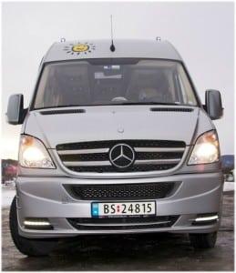 grå minibuss
