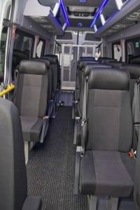 minibuss med sorte seter